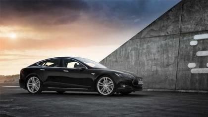 Tesla Model X vs S