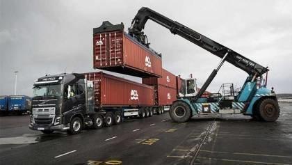 Volvo Truck vs 750 Tonnes